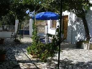 lake-iznajar-cottage-spanish-rentals-front-patio-view-over-lake-iznajar-145030